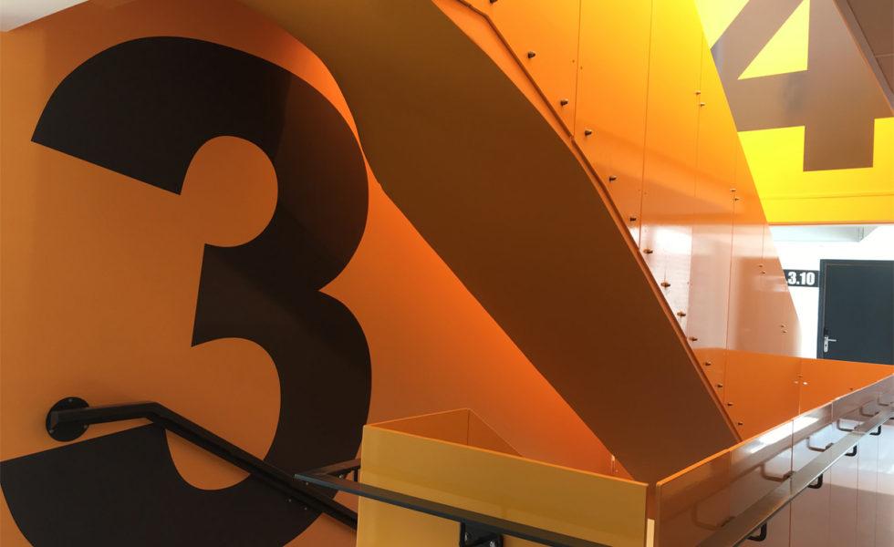 SLH 120 Vue intérieure : escaliers